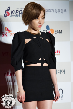 gain_in_black_outfit_2-15190