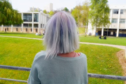 <3 The point of this coordination is clearly her wonderful baby blue hair <3 L'élement phare ce ce look c'est certainement ses cheveux