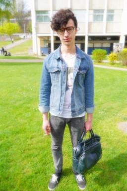 8-) This denim jacket looks so great on him, a must to have for boys 8-) Cette veste en jeans lui va super bien, un must a avoir dans vos penderies boys