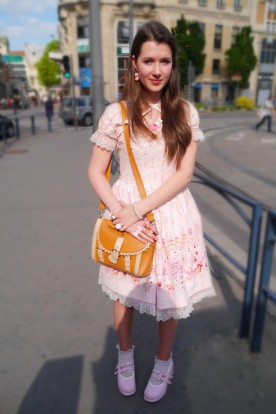 <3 She is an adorable lolita, dressed in pink. She used to be in my University but as she told be she might change to be a gyaru, I am exited to see her evolution