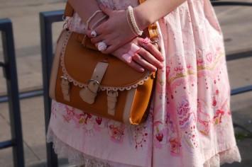 <3 Lovely brown bag. so cute