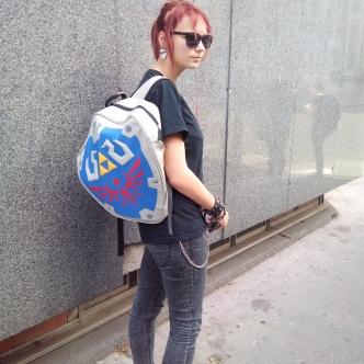 La charmante Justine avec un sac à dos qui m'a tout de suite frappé et que les puristes reconnaitrons !!